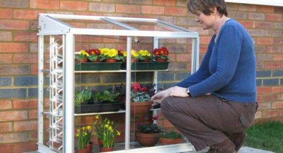 7 unique features of the Classic Mini greenhouse