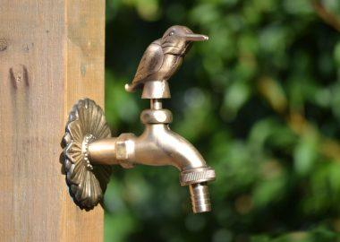 Kingfisher ornamental garden tap brass colour