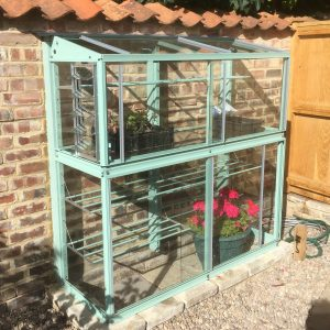 Lean to greenhouse on an uneven wall